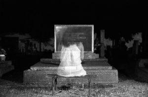 american-blond-hair-celebration-1406351-300x234 「本当に霊が見える人」の霊の見え方とは?