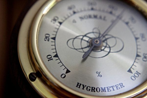 acd12739bcd51eea8091e46cc083d143-e1570120193346 湿度「30パーセント以下」での危険性、対策まとめ!